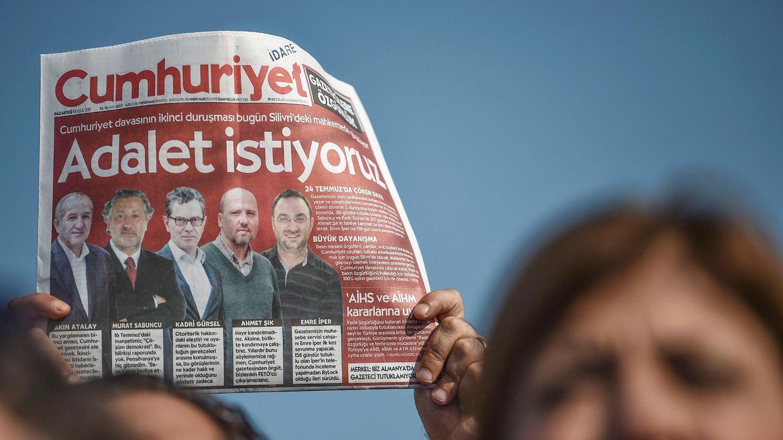 """Türkei: """"Cumhuriyet""""-Mitarbeiter frei - falsche Beweise in Tausenden Fällen?"""