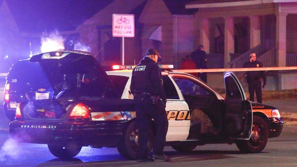 Polizeibeamte am Ort der Tragödie in Wichita im US-Bundesstaat Kansas