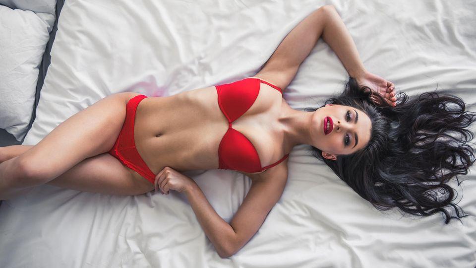 Silvesterbrauch: Darum tragen italienische Frauen rote Unterwäsche zum neuen Jahr.