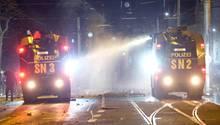 Polizei in Leipzig geht Silvester gegen Randalierer mit Wasserwerfern vor