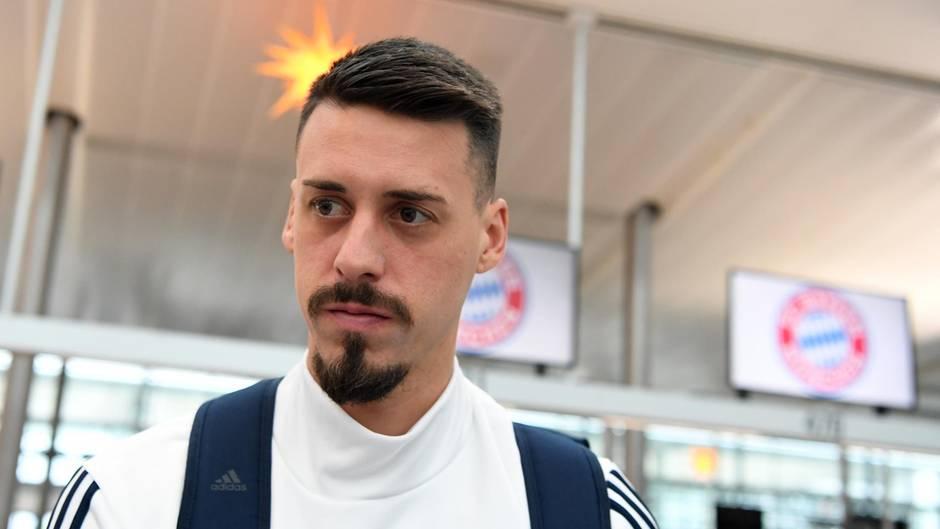 Sandro Wagner, Neuzugang des FC Bayern München auf dem Weg ins Traingslager