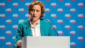 Sieht sich mit einer Anzeige wegen Volksverhetzung konfrontiert: AfD-Frau Beatrix von Storch