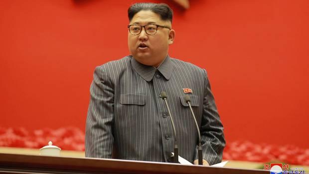Kim Jong Un in dunklem Anzug