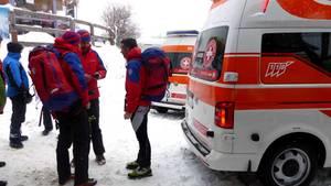 Rettungskräfte beraten sich in St. Valentin in Südtirol (Italien)