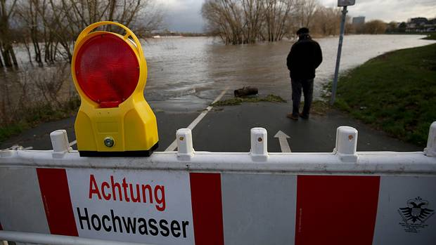 Rhein-Hochwasser in Köln nach Abflauen des Sturms Burglind