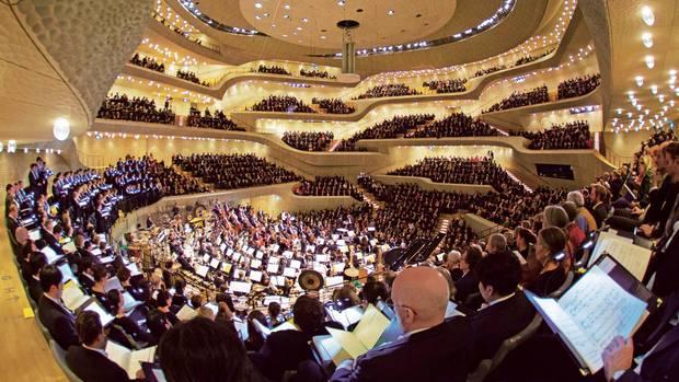 Der voll besetzte Große Saal mit 2100 Sitzplätzen