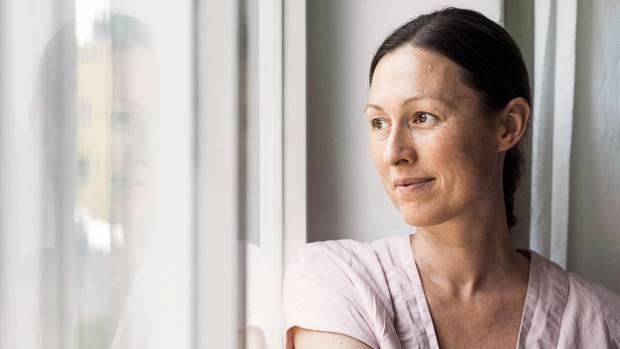 Wieder mit dem Leben versöhnt: Katharina Middendorf hat ihren kleinen Sohn und wenig später ihren Mann verloren. Sie fühlt sich mit beiden über deren Tod hinaus innig verbunden und hat doch einen neuen Partner gefunden