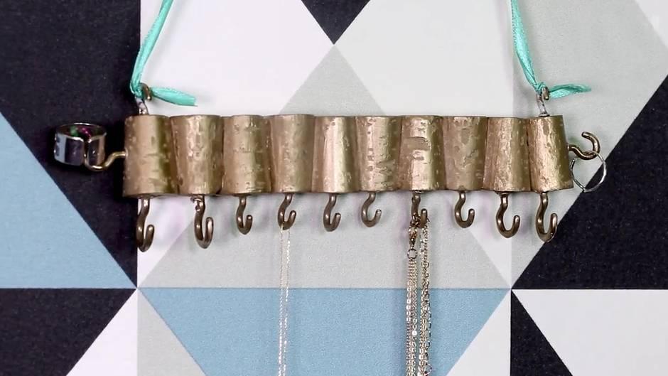 DIY-Schmuckhalter: So bringt ihr endlich Ordnung in eure Schmucksammlung