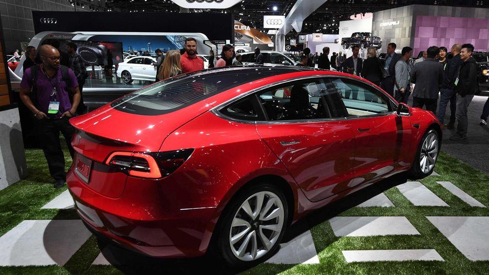 """Mit dem Design gibt es keine Probleme: Der Wagen """"Model 3"""" sieht blendend aus."""