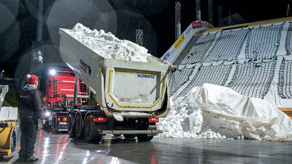 Die Schneefabrik: In der Skihalle in Neuss können 80 Kubikmeter am Tag produziert werden