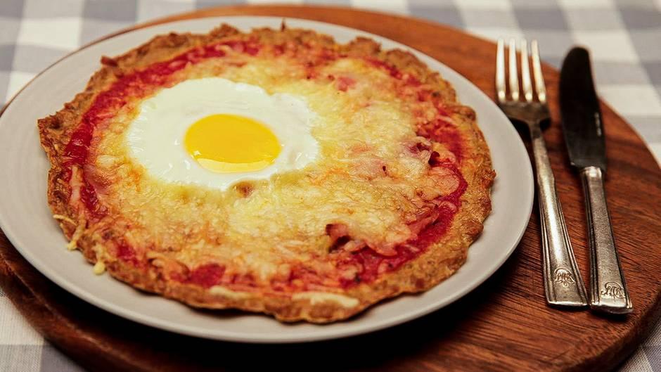 Gaumenschmaus ohne viele Kohlenhydrate: Mit dieser leckeren Low-Carb-Pizza brechen Sie garantiert keine guten Vorsätze