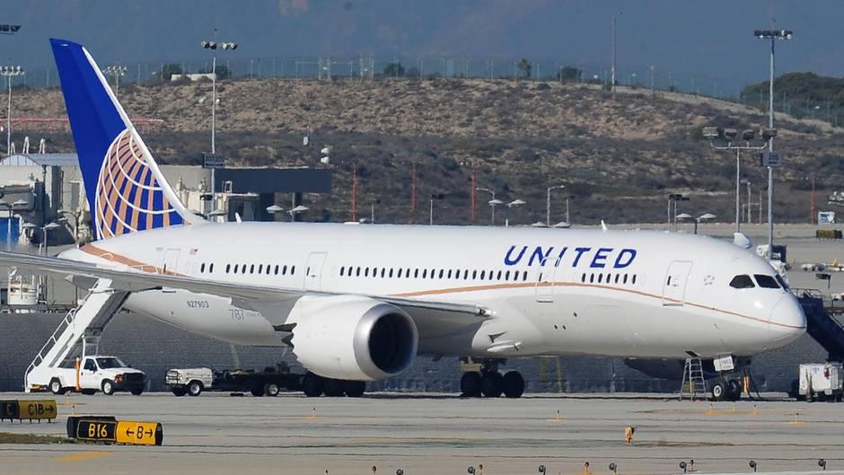 United Airlines: Passagier verteilt Fäkalien in Flugzeug - Zwischenlandung in Alaska