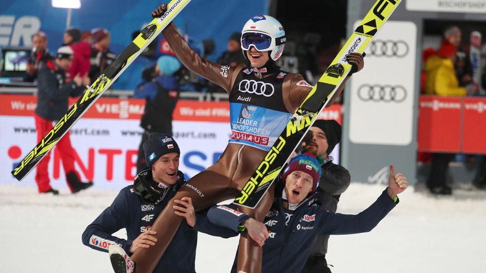 Kamil Stoch gewinnt die Vierschanzentournee