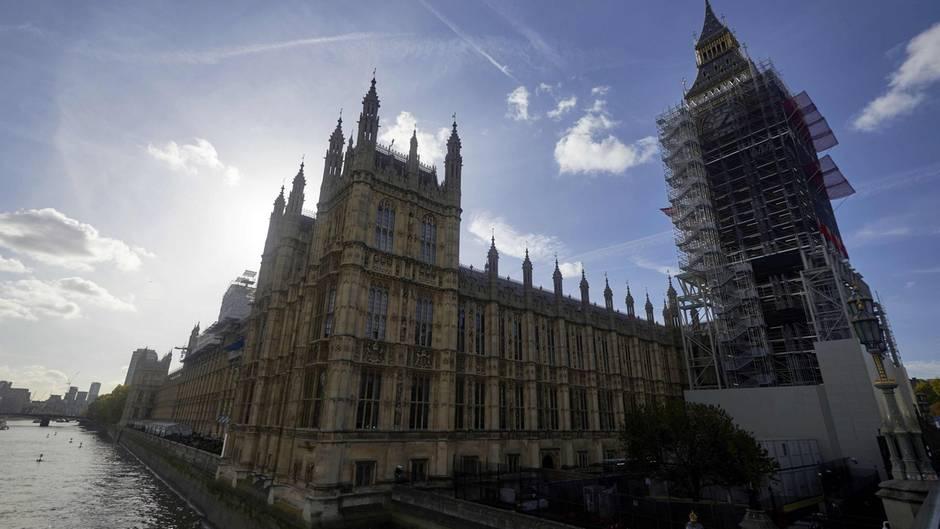 Außen stattlich innen schlüpfrig? In den Houses of Parliament soll zehntausende Mal versucht worden sein auf Porno Seiten zuzugreifen. Größtenteils nicht absichtlich heißt es vom Parlamentssprecher
