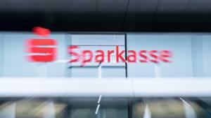 Logo am Firmenkunden-Center der Sparkasse