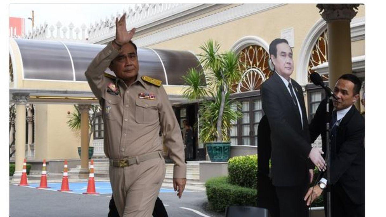 Thailand: Junta-Chef stellt Pappaufsteller von sich auf und verlässt Pressekonferenz
