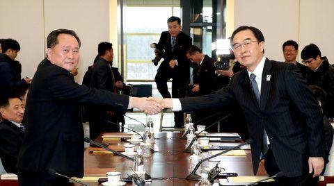 Handschlag beim Friedensgipfel zwischen Süd- und Nordkorea