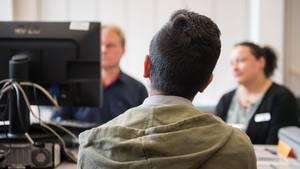 In einer Registrierungsstelle für unbegleitete, minderjährige Flüchtlinge.
