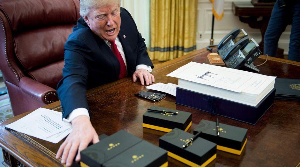 Donald Trump im Oval Office: Der Präsident zieht sich nach 16.15 Uhr offenbar lieber woandershin zurück