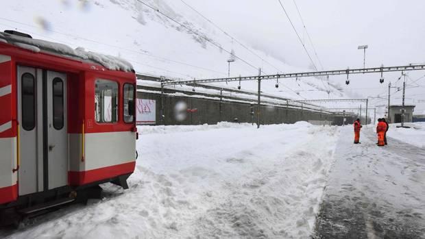 Zug kann aufgrund der Schneemassen nicht aus Zermatt abfahren
