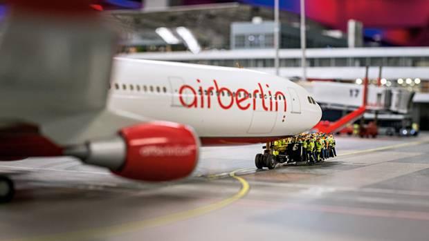 """Nostalgie: Am """"Knuffingen Airport"""" fliegen die Maschinen von Air Berlin noch"""