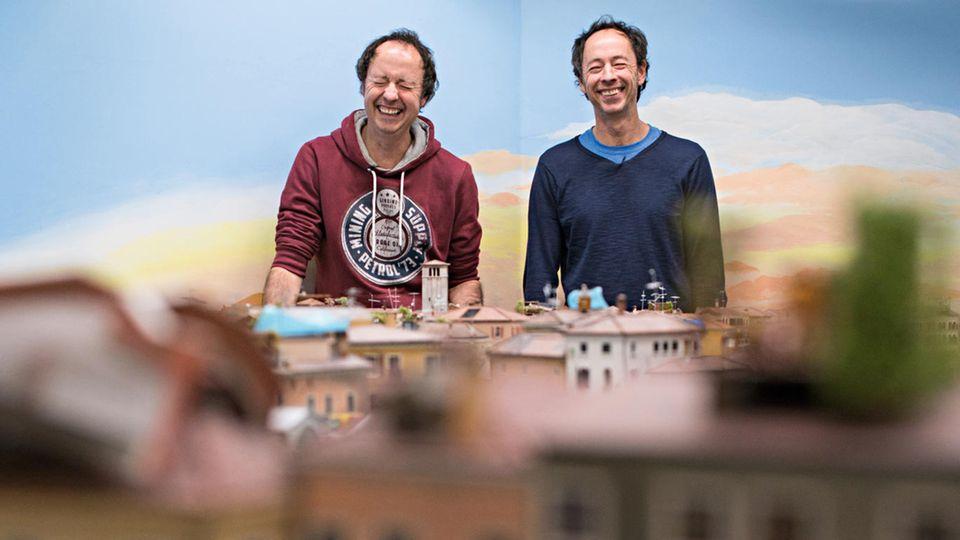 Frederik (l.) und Gerrit Braun vor dem Bauabschnitt Venedig, der im Frühjahr 2018 eröffnet werden soll