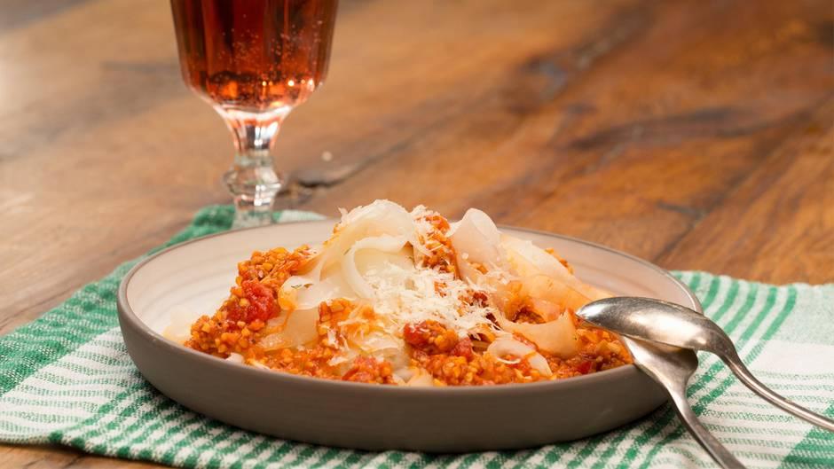 Gesunde Variante: Das leckerste Low-Carb-Rezept: Kohlrabispaghetti mit Soja-Bolognese