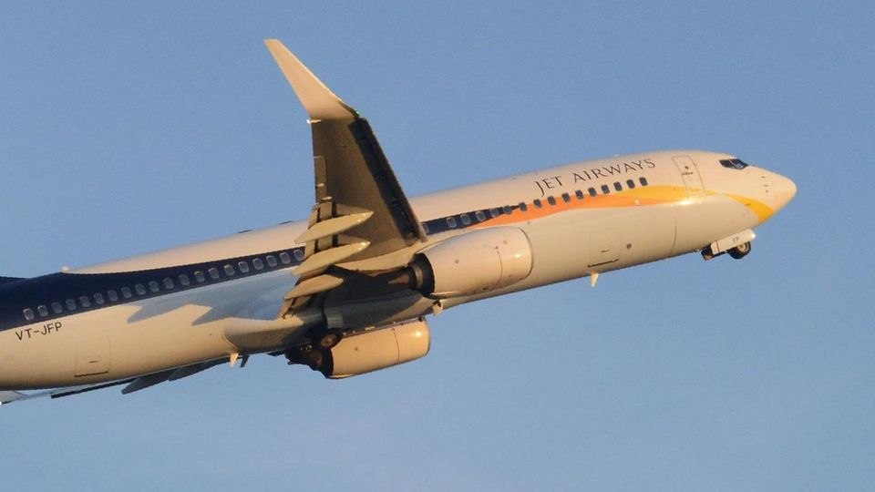 Indian Jet Airways Flugzeug am Sardar Vallabhbhai Patel International Airport