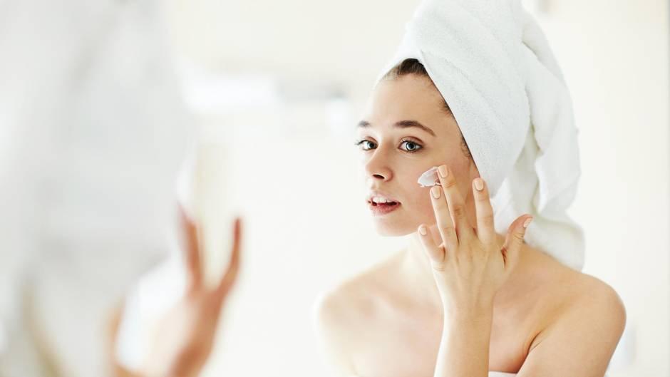 Die richtige Pflege hilft der Haut durch den Winter.