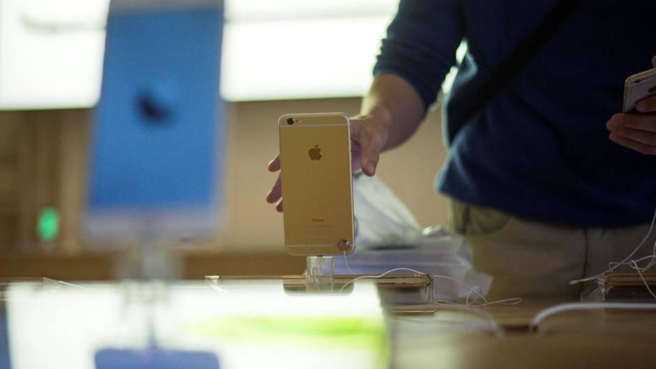 iPhone-Einsatz: Weil das Smartphone in einem Apple-Geschäft in Zürich überhitzte und qualmte, wurde der Laden evakuiert