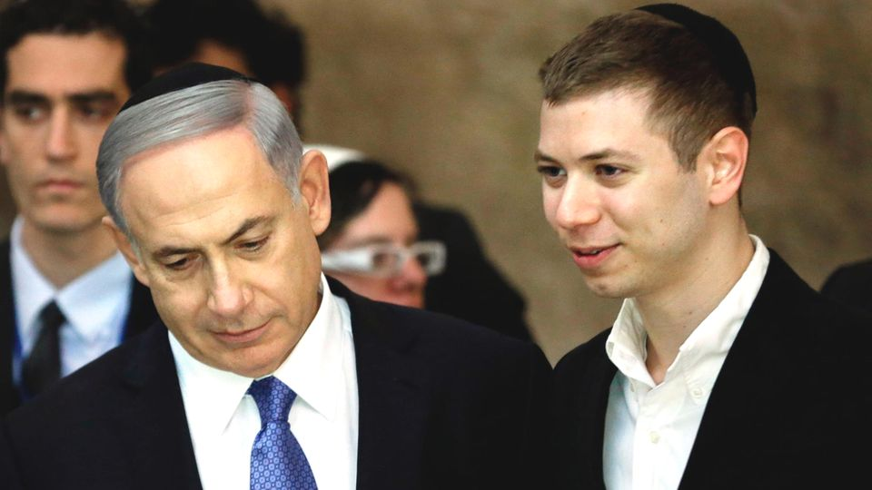 Benjamin Netanjahu mit seinem Sohn Jair vor drei Jahren bei einem Besuch der Klagemauer in Jerusalem