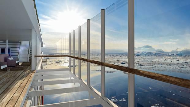 Über dem Wasser schweben: Beste Aussicht auf dem Balkon mit gläsernem Fußboden.