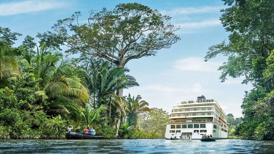 Ein am Computer entwickeltes Bild mit Blick in die Zukunft: Mit Schlauchbooten, die vom Heck der neuen Generation von Expeditionsschiff ablegen, wird der Oberlauf des Amazonas erkundet.