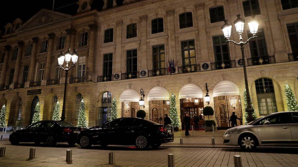 In Paris haben Räuber das Ritz-Hotel ausgeraubt. Das traditionsreiche Haus liegt an der vornehmen Place Vendôme.