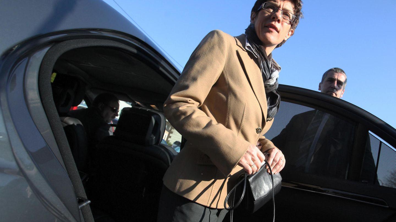 Annegret Kramp-Karrenbauer mit Dienstwagen