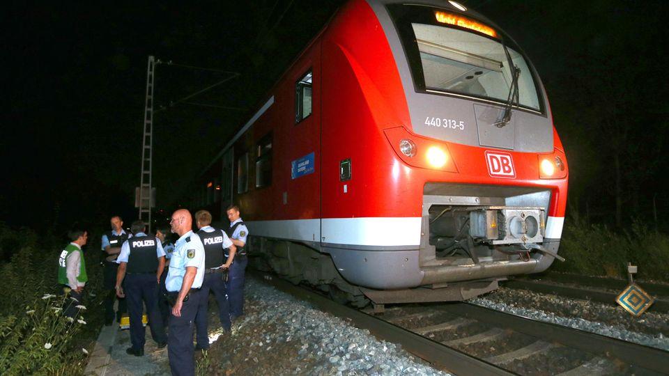 Auch bei Riaz Khan A., der im Sommer 2016 mit einer Axt mehrere Menschen in diesem Zug bei Würzburg schwer verletzte und bei dem folgenden Polizeieinsatz ums Leben kam, ist das Alter zweifelhaft