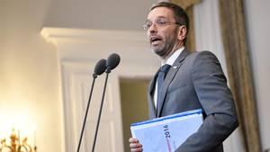"""Österreichs Innenminister Herbert Kickl (FPÖ) möchte Flüchtlinge """"konzentriert"""" unterbringen"""