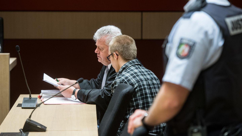 Prozess um den Doppelmord in Herne: Der Angeklagte sitzt im Saal des Bochumer Landgerichts