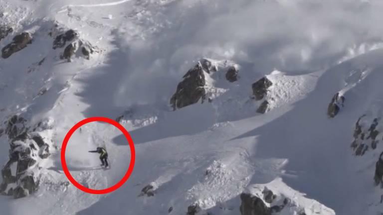 Im Tiefschnee: Snowboarder löst Lawine aus - und fährt plötzlich um sein Leben
