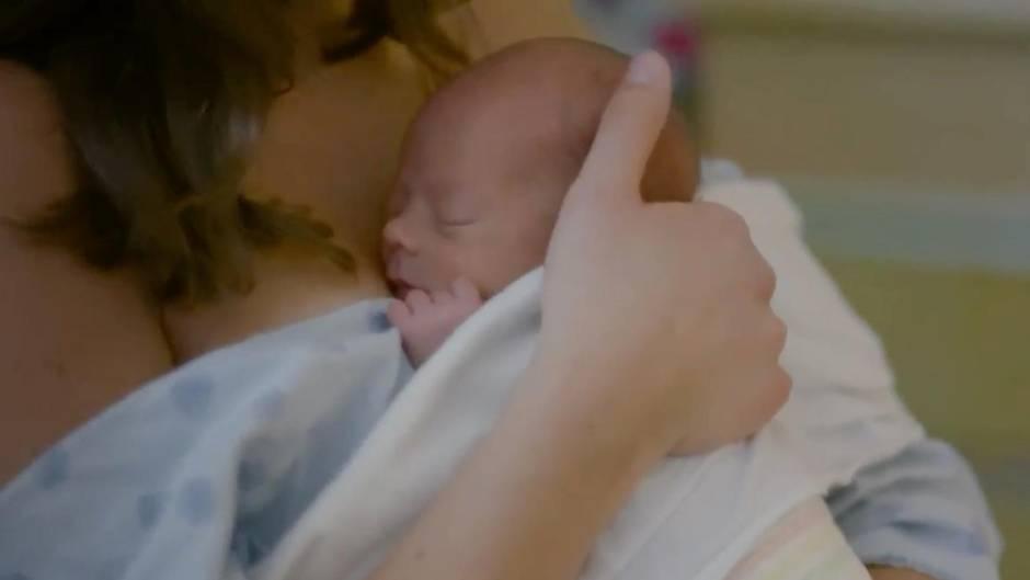 Studie zu postnatalem Kontakt: Forschungen zeigen, wie Kuscheln Babys nachhaltig prägt