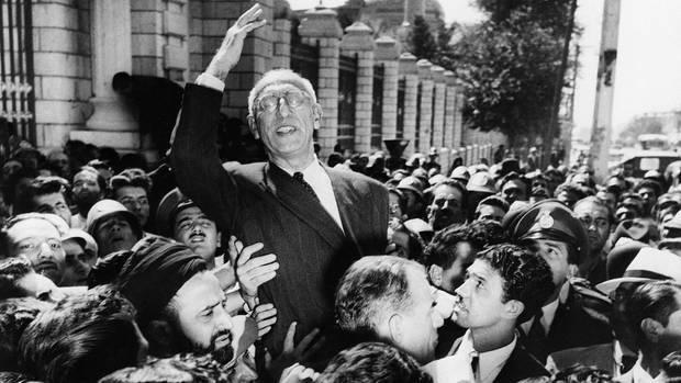Er war der Mann, der dem Iran sein Öl zurückgeben wollte: 1951 ist Premier Mohammed Mosaddegh der Held der Massen