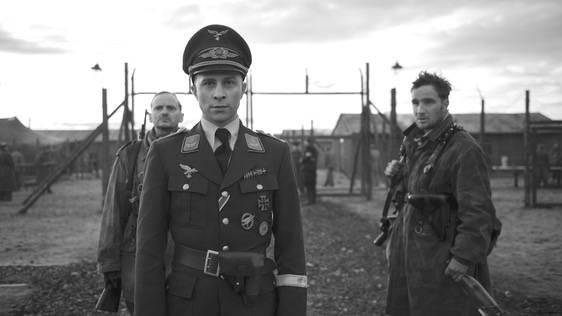 """Trailerpremiere: """"Der Hauptmann"""": Wie ein Soldat im 2. Weltkrieg dem Rausch der Macht verfällt"""