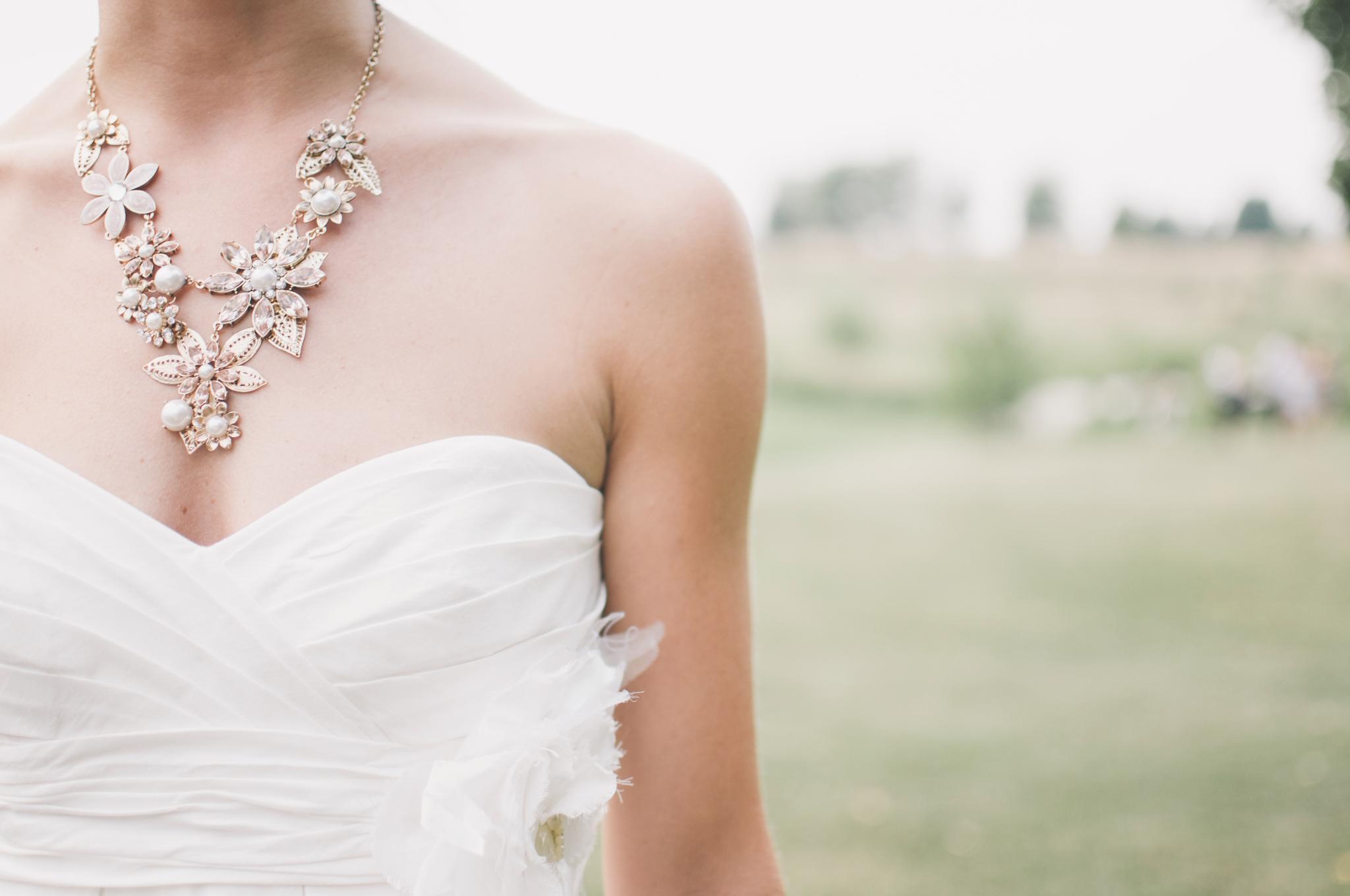 Frau verkauft Brautkleid und rechnet gleich noch mit ihrem Ex ab | NEON