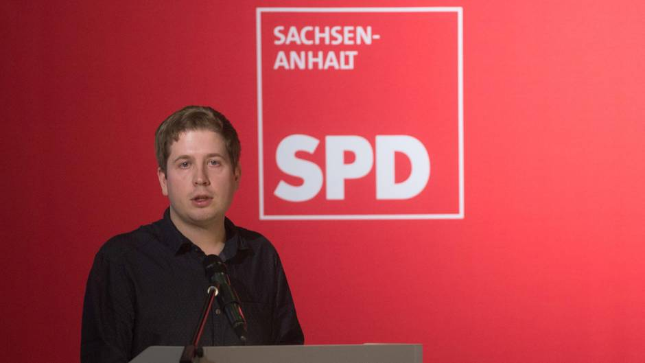 Der Bundesvorsitzende der Jusos, Kevin Kühnert, spricht beim Landesparteitag der SPD Sachsen-Anhalt