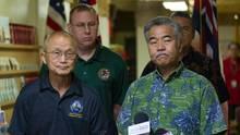 Hawaiis Gouverneur David Ige (r.) und der Leiter der Katastrophenschutzbehörde EMA, Vern Miyagi