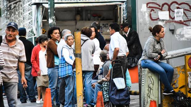 Venezuela Schlange vor Supermarkt