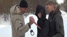 Russland: Michail Popkow demonstriert der Polizei, wie er eins seiner Opfer getötet hat.
