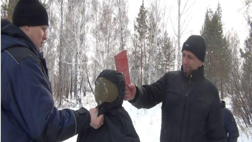 Bei Untersuchungsexperimenten hat Popkow Wissen demonstriert, das nur der Mörder haben kann