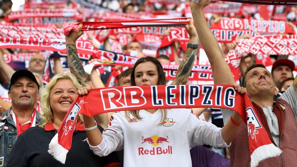 """Umfrage: Wird die Bundesliga zur """"Frauensache""""?"""