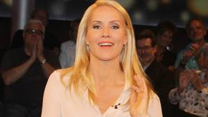 Moderatorin Judith Rakers lächelt in die Kamera